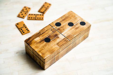 Dominos Game Box